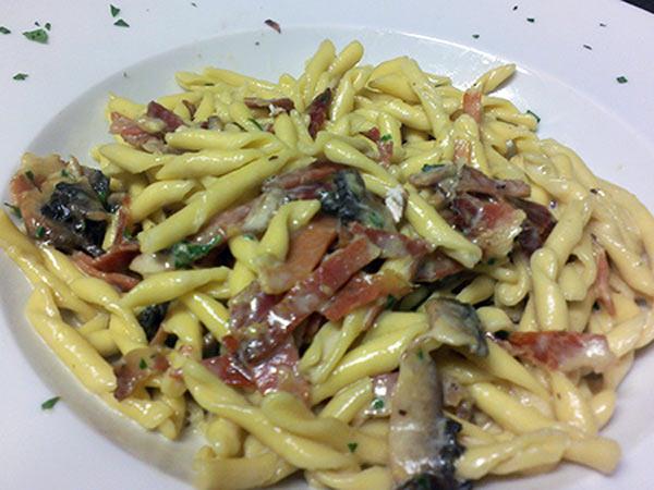 Ristorante-con-pasta-emiliana-fatta-in-casa